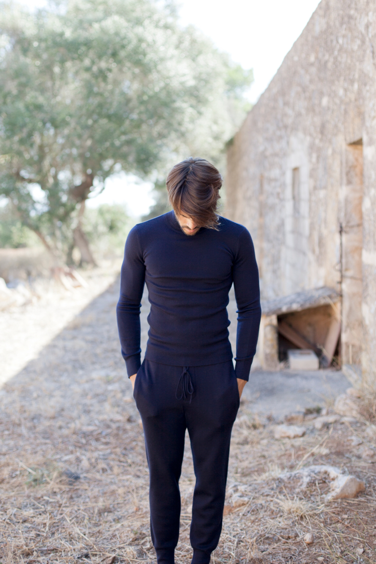 Biel·lo Navy Cashmere Sweater